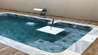 Mesa Em Fibra para piscina Quadrada com Tubo em Inox Sem Chumbador   - Pooltec